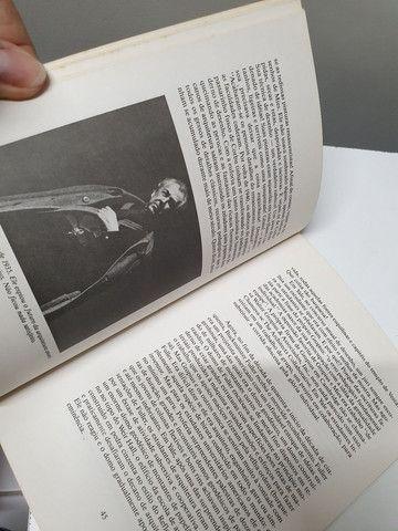 Livro Bauhaus ao nosso caos autor Tom Wolf - Foto 3