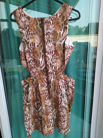 Vestido curto Tam. G Animal Print com laterais abertas, usado 2x - Foto 2