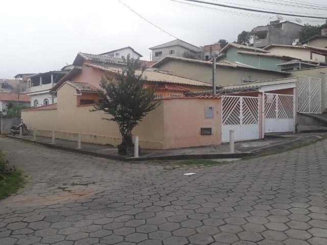 Linda casa 3quatos com 2garagens e quintal em São Lourenço MG - Foto 2