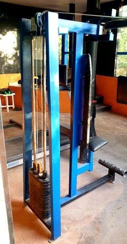 Maquina Peck Deck  Peitoral Banco sentado. Maquina de Gluteos e Pernas.  - Foto 4