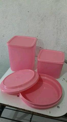 Vendo conjuntos tupperware.