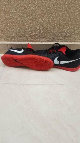 e5f3f0091ae Chuteira Futsal Nike Tiempo Legend 7 Club IC número 40 - Esportes e ...