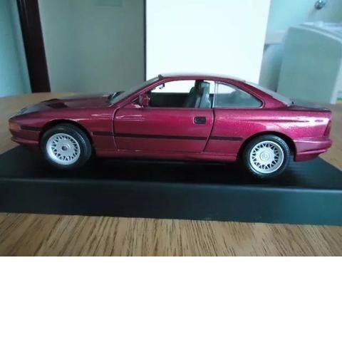 Miniatura BMW 850i 1990 Escala 1/18 Fabricante Road Tough