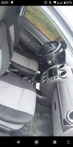 Fiesta Sedan 1.6 excelente estado - Foto 7