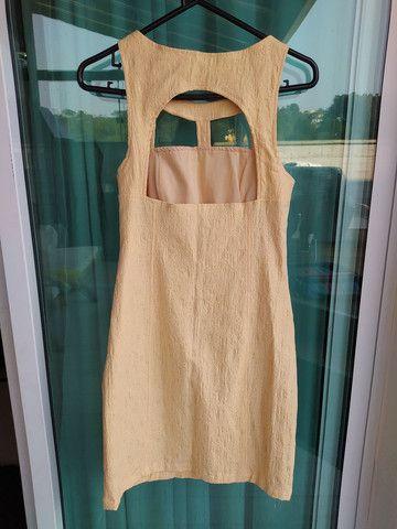 Vestido curto amarelo com pedraria Tam. 42, usado 2x - Foto 2