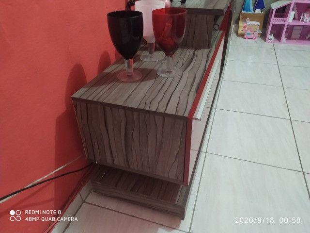 Painel com rack vendo ou troco por estante - Foto 4