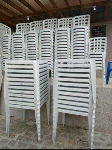 Mesa e cadeiras jg R$ 10.00 contem 1 mesa e 4 cadeiras