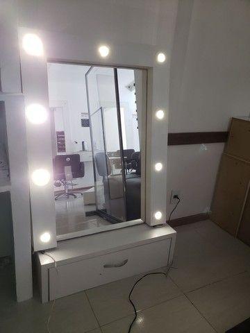 Espelho, bancada com leads  linda
