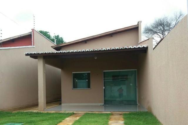 Casa Plana no Eusébio com 3 quartos e 4 vagas, próximo a estrada do fio, 240.000,00