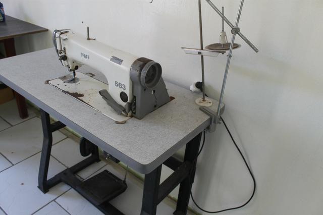 Máquina industrial reta PFAFF
