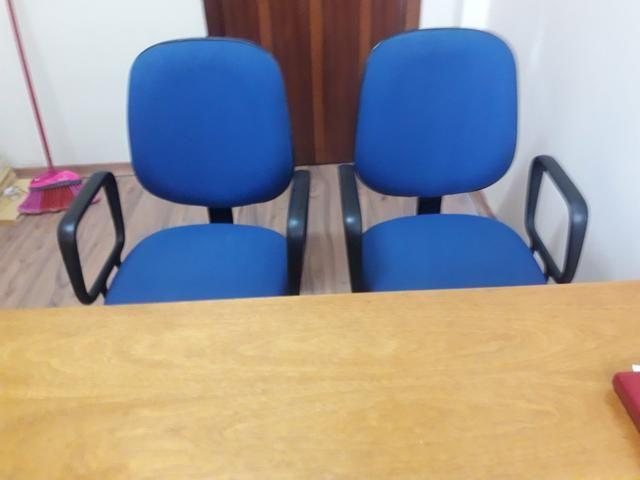 CADEIRAS DE ESCRITÓRIO e ESCRIVANINHA em madeira cor MARFIM - Foto 2
