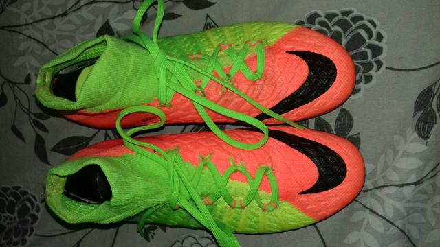 Chuteira de campo da Nike - Esportes e ginástica - Parque Dos ... 16605eafc9493