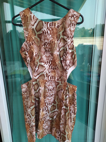 Vestido curto Tam. G Animal Print com laterais abertas, usado 2x