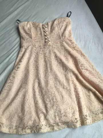 Vestido renda Forever 21