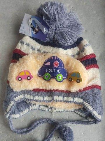 Touca Infantil Vários Modelos Diferente Forrado de Pelinho de Lã - Foto 5