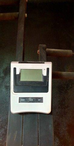 Maquina Peck Deck  Peitoral Banco sentado. Maquina de Gluteos e Pernas.  - Foto 2