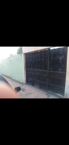 Portão de garagem de correr com porta social