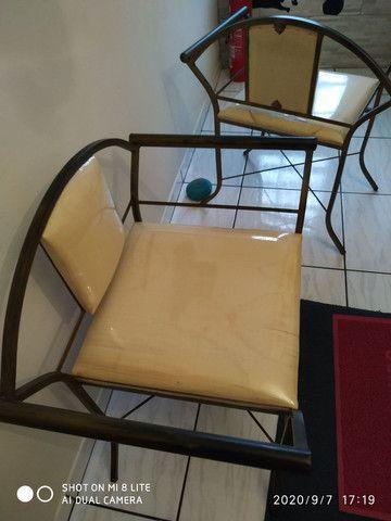 Vende se duas cadeiras de ferro
