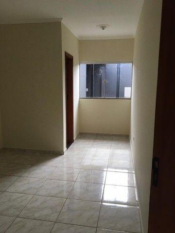 Alugo casa com 03 quartos, sendo uma suíte. - Foto 4
