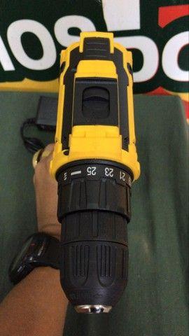 ( novo ) parafusadeira furadeira à bateria lith 12v 26 torques  - Foto 4