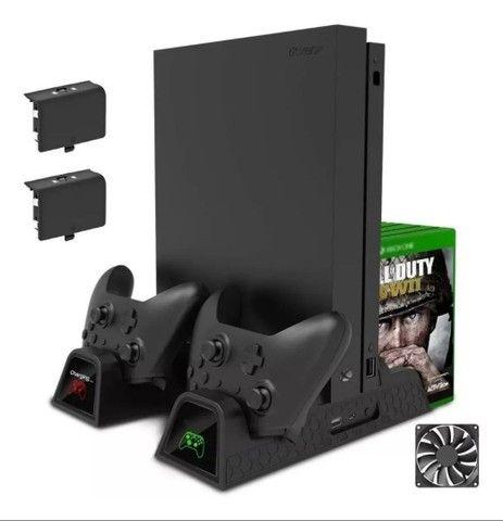 Suporte Base Vertical Para Xbox One S / X Cooler Dock + Bateria Extra - Foto 2