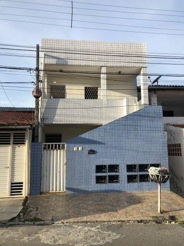 Vende-se um prédio com 9 apartamentos em Tambia