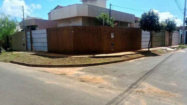 Alugo casa de esquina no Bairro Ana Maria do Couto
