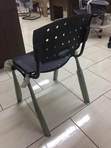 Cadeira empilháveis fixa nova - Foto 2