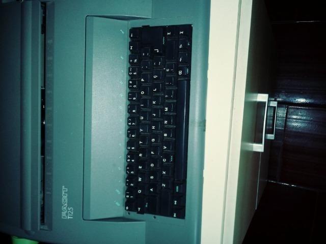 Vendo uma máquina de escrever elétrica - Foto 2