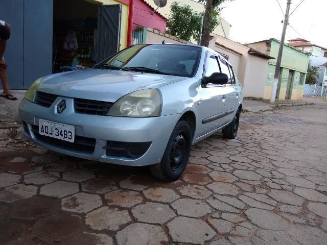 Renault Clio sedan 1.6 completo