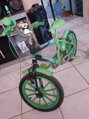 Bicicleta infantil bem conservado  - Foto 4