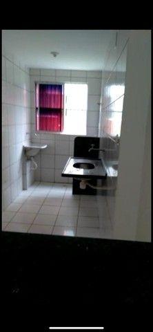 Alugo apartamento com 2/4 na Rua do Aririzal - Foto 3