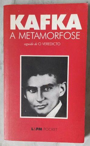 """Livro """"KAFKA A METAMORFOSE"""" (Livro de bolso)"""