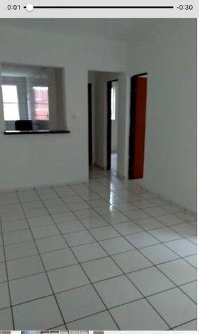 Alugo apartamento com 2/4 na Rua do Aririzal - Foto 2