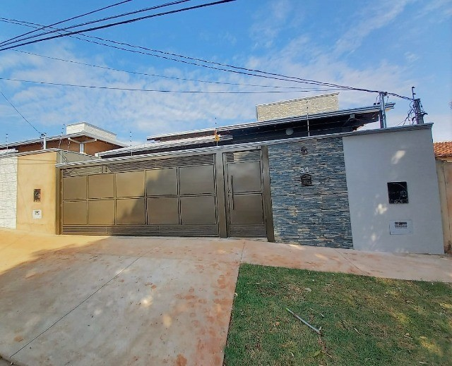 Linda Casa Jardim Montividéu