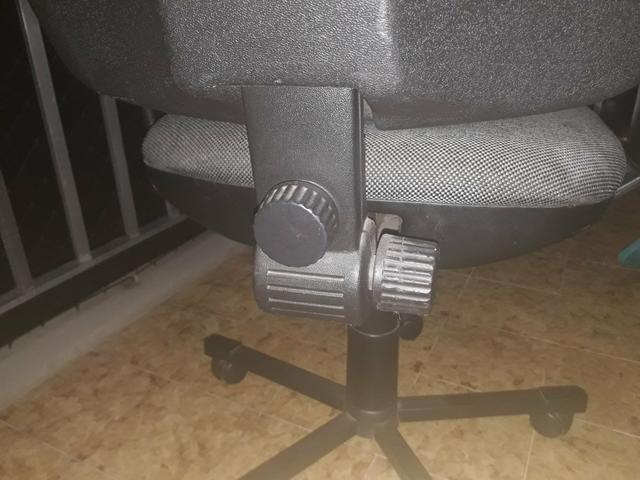 Cadeira giratória cinza - Foto 4