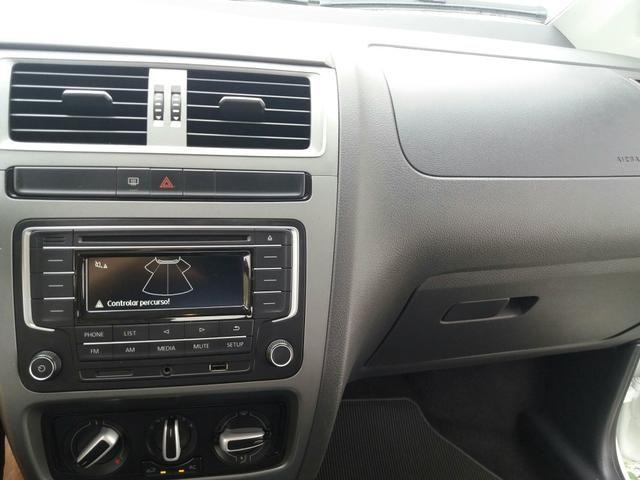 VW Fox 1.6 MSI 2017/2018 Trendline 8v conservado - Foto 12