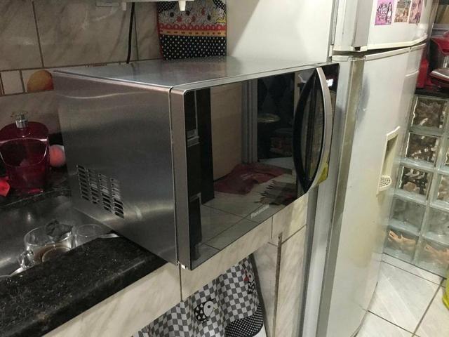 Top dos microondas espelhado Panasonic 31 litros - Foto 3