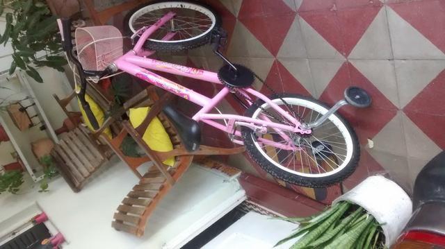 Bicicleta da barbie - Foto 2
