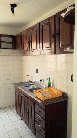 Apartamento de 02 quartos no Bequimão semi mobiliado - Foto 2
