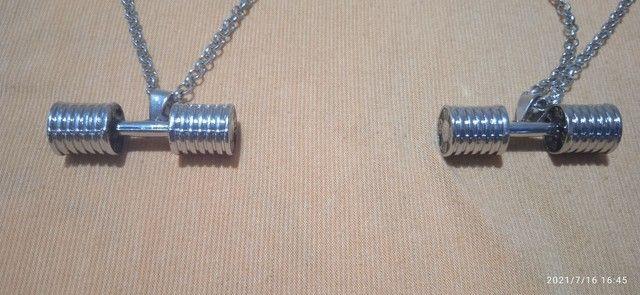 Cordões novos de aço com alteres de musculação. - Foto 4