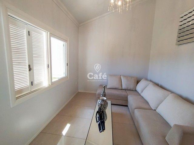 Casa possui 356,07 m² útil, com 4 amplos dormitórios, 2 Suítes sendo 2 master, piscina e s - Foto 9