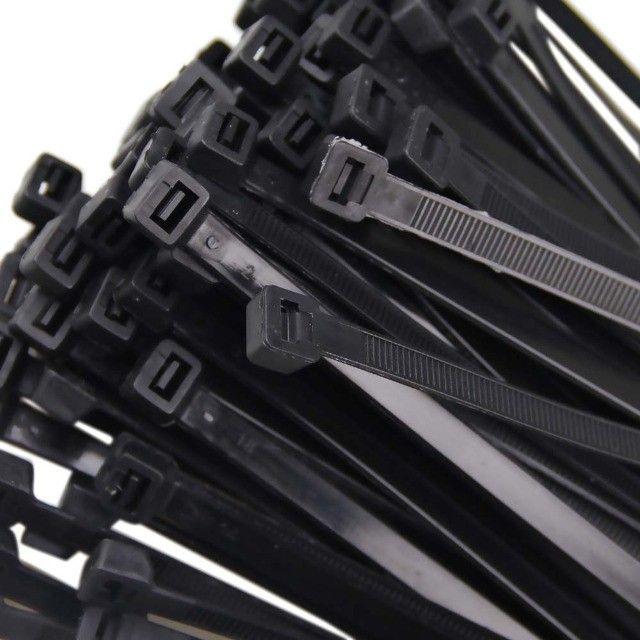 Abraçadeiras Nylon Preto 200x4,80mm - Pacote com 100 unidades - Foto 4