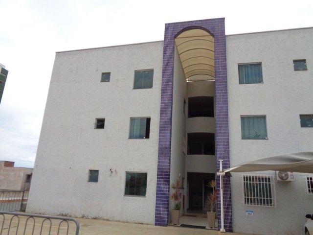 Apartamento com 2 quartos, 60 m², aluguel por R$ 880/mês