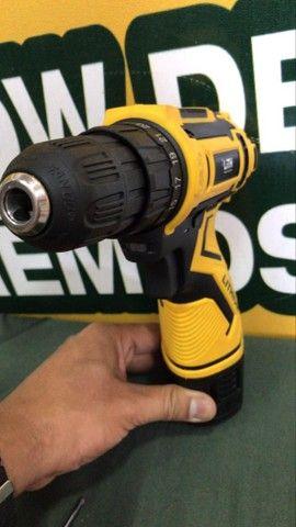 ( novo ) parafusadeira furadeira à bateria lith 12v 26 torques  - Foto 3