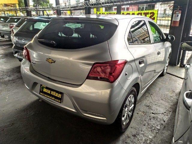 Chevrolet Onix 1.0 Flex 2020 Completo ( Aceitamos troca e financiamos ) - Foto 11