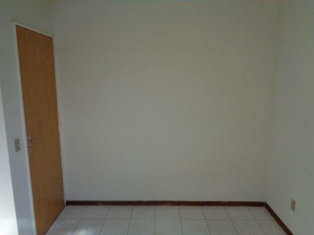 Apartamento com 3 quartos, 70 m², aluguel por R$ 800/mês - Foto 4