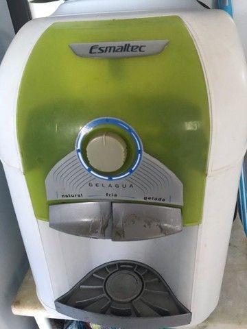 Gela água semi novo pegado tudo apenas marcas de uso  - Foto 3
