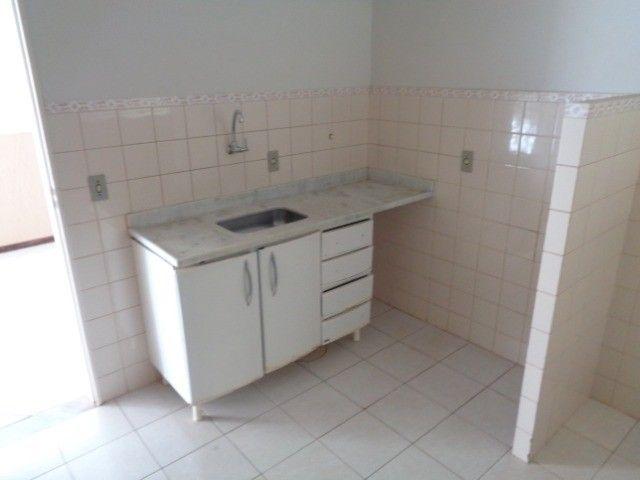 Apartamento com 3 quartos, 70 m², aluguel por R$ 800/mês - Foto 2