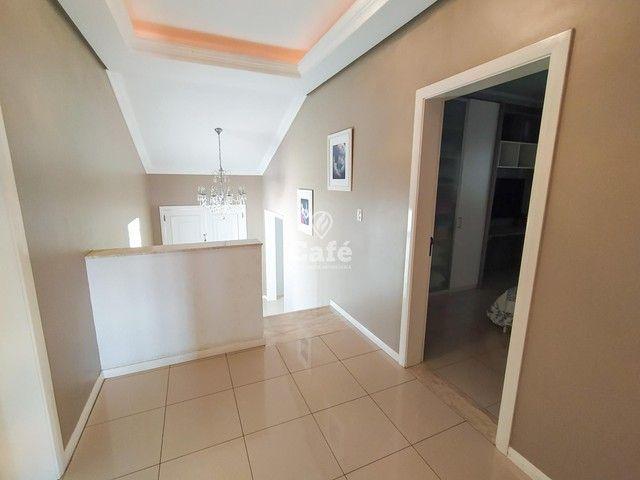 Casa possui 356,07 m² útil, com 4 amplos dormitórios, 2 Suítes sendo 2 master, piscina e s - Foto 14